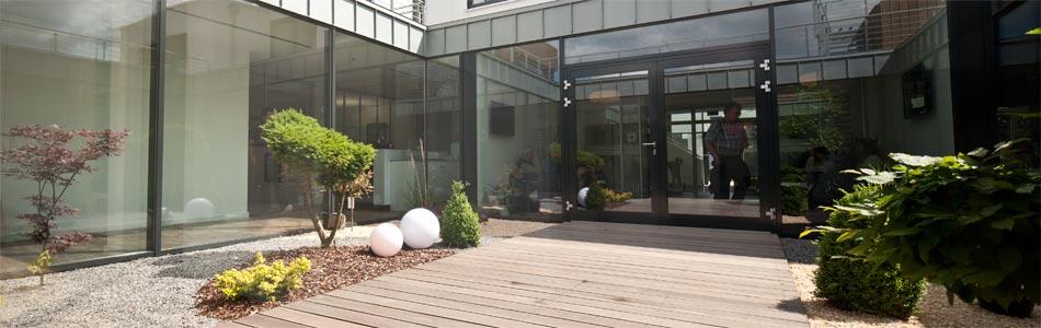 Entspannen Sie sich im Atrium der VasiClinic.